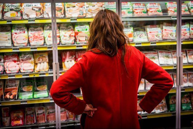 Nos rayons de supermarchés sont remplis de barquettes de jambon.