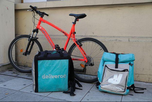 Des sacs de livraison Deliveroo à Nice, en juin 2018. (photo d'illustration)