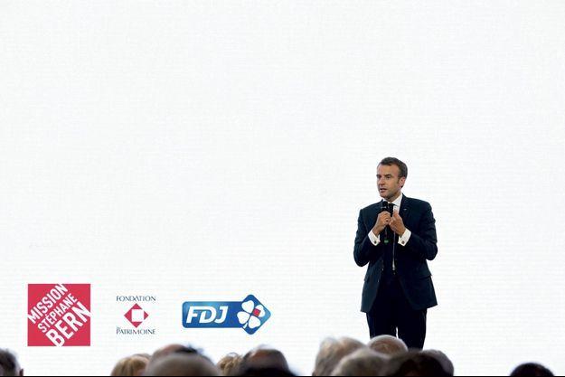 A l'Elysée, le 31 mai, le président présente la mission Stéphane Bern à laquelle participe la FDJ.