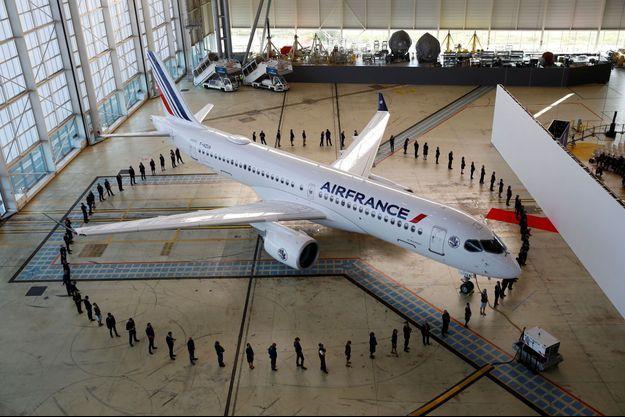 Air France a présenté mercredi son premier Airbus A220.