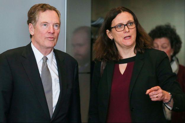 Le représentant américain chargé du commerce, Robert Lighthizer, avec la commissaire européenne au Commerce, Cecilia Malmström, samedi à Bruxelles.
