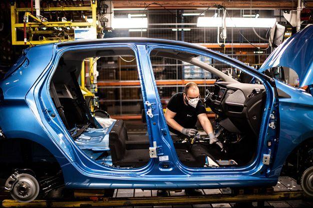 Dans l'usine Renault de Flins.