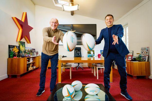 Les deux copains Bernard Laporte, président de la FFR, et Marco Pacchioni, patron de Puressentiel, dans le bureau de ce dernier, le 5 février à Paris.