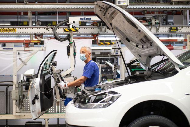 Dans l'usine Volkswagen de Wolfsburg, en Basse-Saxe, lundi.