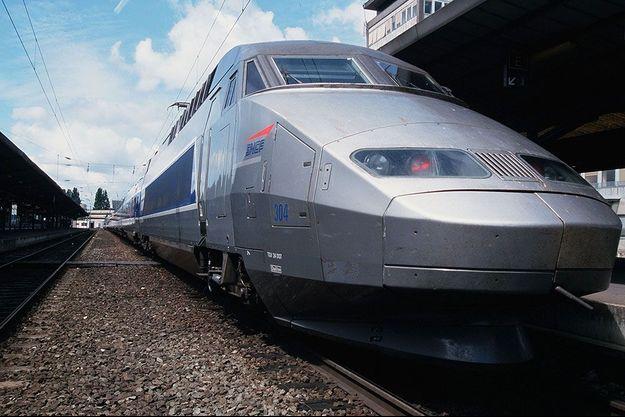 Un TGV en gare de Nantes en 2000.