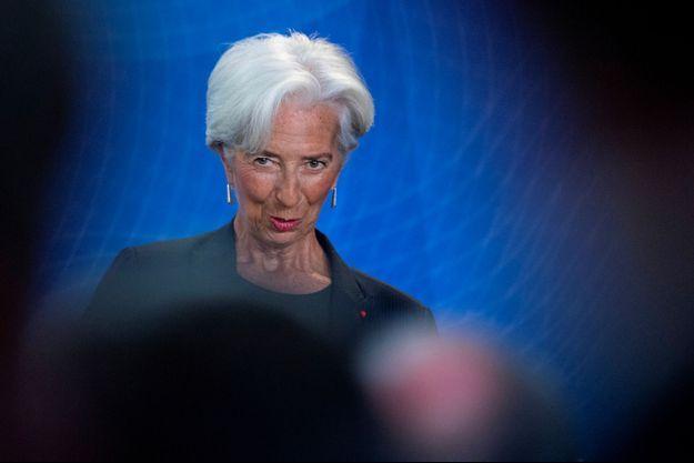 Christine Lagarde prononce un discours pour les adieux de Mario Draghi à la Banque centrale européenne, lundi.