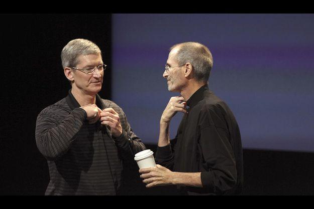 Tim Cook et Steve Jobs (à dr)