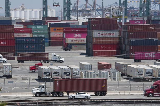 Des containers en provenance de Chine et d'Asie sur le port de Long Beach, en Californie, jeudi.