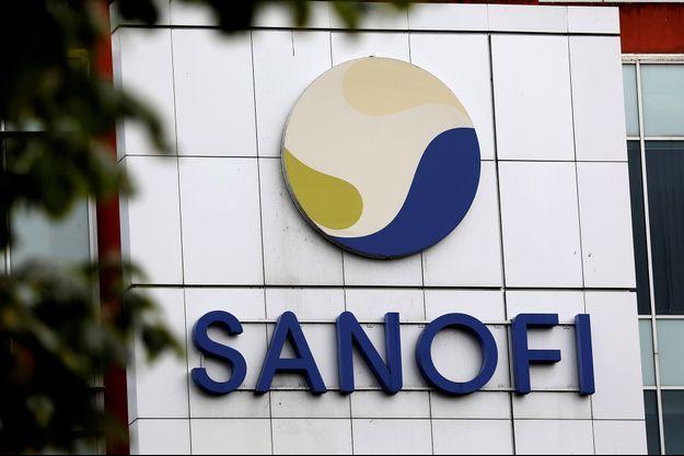 Ici le logo de Sanofi sur un de ses bâtiments Vitry-sur-Seine.