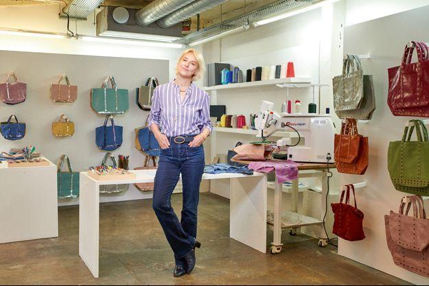 Le 20 mai, la styliste pose dans son showroom à Paris. Cet été, elle ouvrira au Bon Marché un pop-up store de 400 mètres carrés sur le thème de Capri.