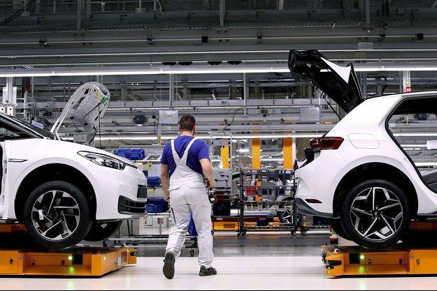 Dans l'usine Volkswagen de Zwickau, sur la ligne de production de la berline électrique ID.3.