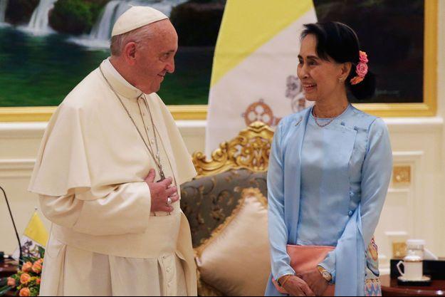 Le pape François et Aung San Suu Kyi le 28 novembre 2017 à Naypyidaw en Birmanie