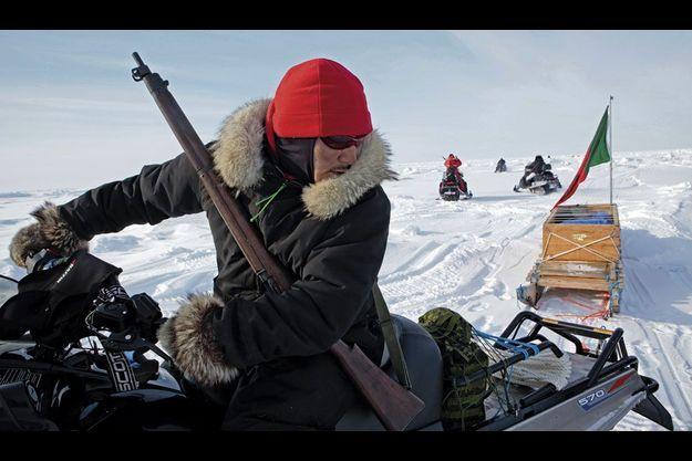 """""""Opération Nunalivut"""" (""""Cette terre qui est la nôtre, en inuktitut) dans le haut Arctique. Trois patrouilles de rangers déploient leurs motoneiges et leurs traîneaux pour une mission de deux semaines."""