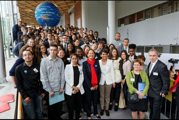 Ségolène Royal et Najat Vallaud-Belkacem aux côtés des étudiants pour s'entrainer avant la grande rencontre de décembre.