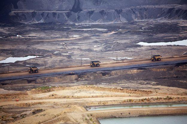 Un paysage post-apocalyptique ravagé par l'exploitation des sables bitumeux...