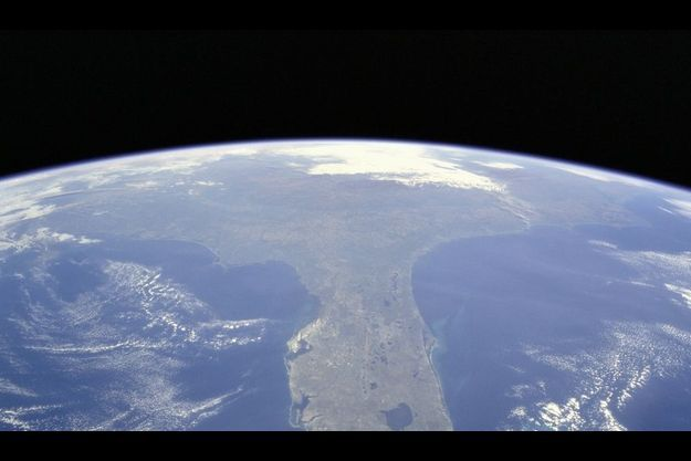 La Terre vue de la navette Discovery.