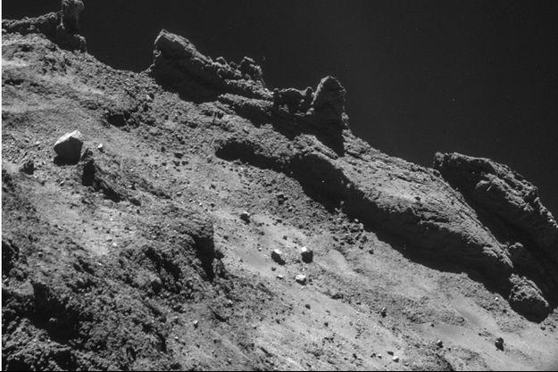 La comète 67P-Churyumov-Gerasimenko, dite « Tchouri », photographiée par Rosetta. Elle est composée des matières qui ont servi à la formation des planètes du système solaire.
