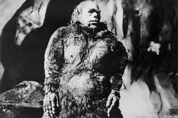 """Le yéti vu par la Hammer dans le film de 1957 """"Le redoutable homme des neiges"""" avec Peter Cushing."""