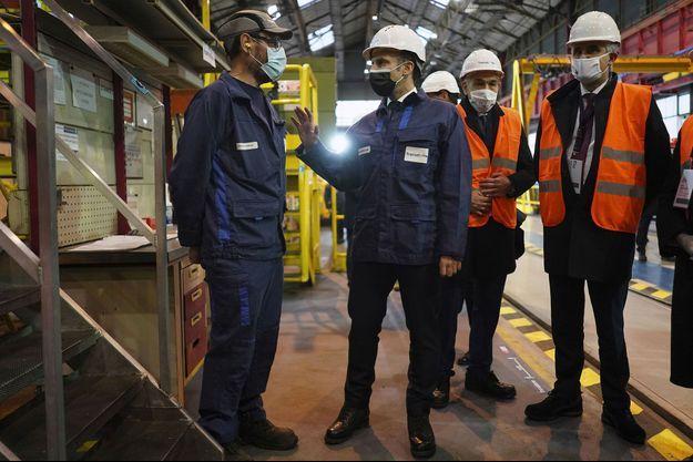 Emmanuel Macron dans l'usine Framatome du Creusot en Saône-et-Loire, mardi.