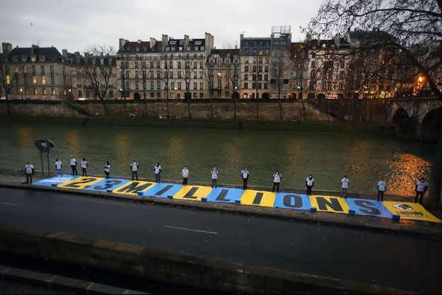 «Nous sommes 2,3 millions», indique une banderole déployée jeudi à proximité du tribunal administratif, à Paris.
