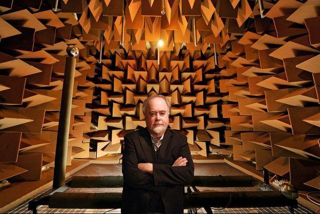 Steven Orfield dans son monde du silence. 9,4 décibels, le niveau sonore dans cette chambre sourde.