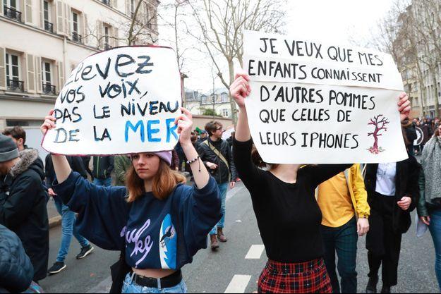Lors d'une marche des jeunes pour le climat, le 1er mars à Paris.