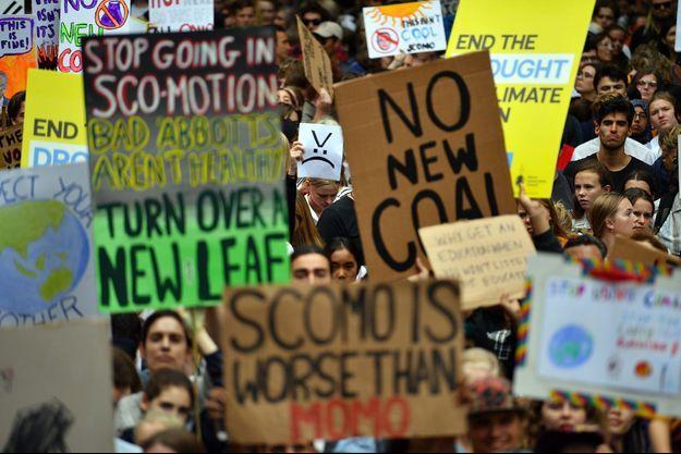 Des jeunes manifestent dans les rues de Sydney pour le climat, le 15 mars.