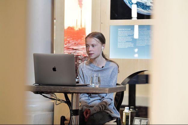 Greta Thunberg, en visioconférence depuis Stockholm, pendant le confinement.