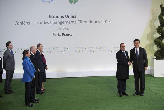 François Hollande et le président chinois, Xi Jinping, face à Ségolène Royal, Laurent Fabius, Ban Ki-moon et Christiana Figueres. Derrière eux, Matthias Fekl.