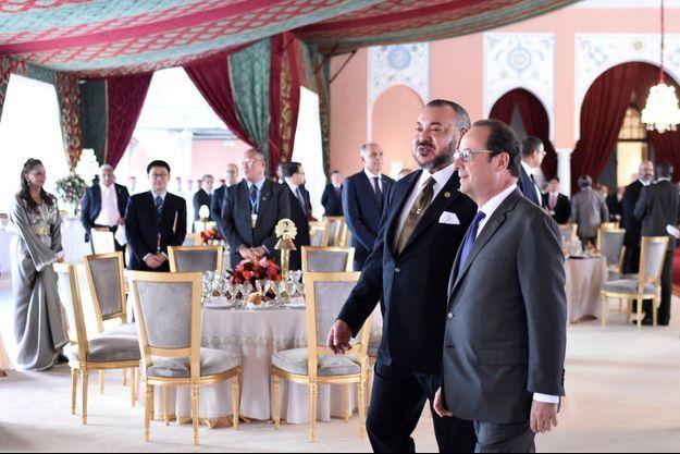 Le roi du Maroc, Mohammed VI, et François Hollande, mardi, à la COP22, à Marrakech.