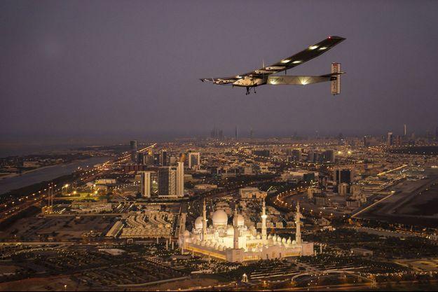 Décollage pour le tour du monde avec Solar Impulse