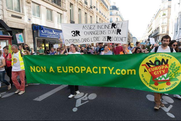 Des manifestants dénoncent le projet Europacity en octobre 2018 à Paris