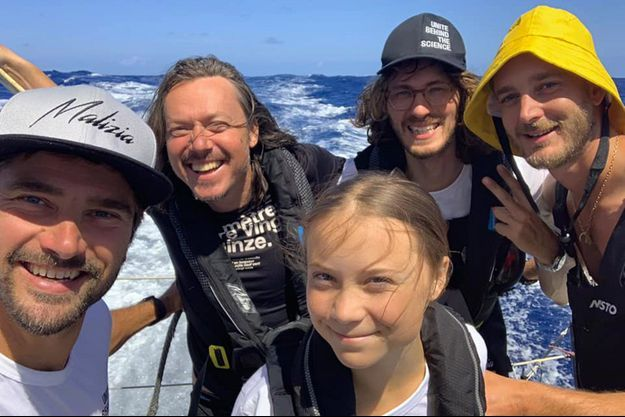 Greta Thunberg, Pierre Casiraghi et les équipiers du Malizia II.