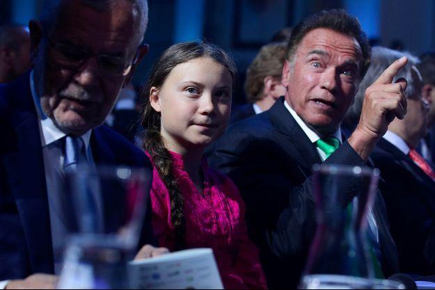 Arnold Schwarzenegger, Greta Thunberg et le président autrichien Alexander Van der Bellen lors d'une conférence organisée à Vienne, le 28 mai.