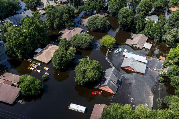 Des maisons submergées par les eaux à Houston (Texas), après le passage d'Harvey.