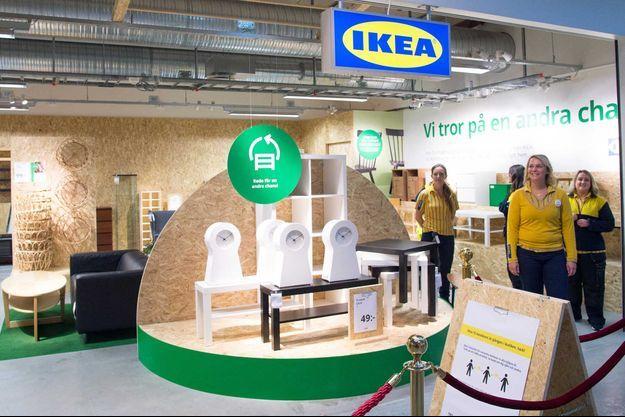 Ouverture ce mardi du magasin Ikea dans le centre commercial d'Eskilstuna, en Suède, qui ne vend que des articles de seconde main.