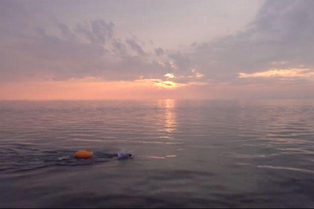 Un nageur dans le lac Baïkal.