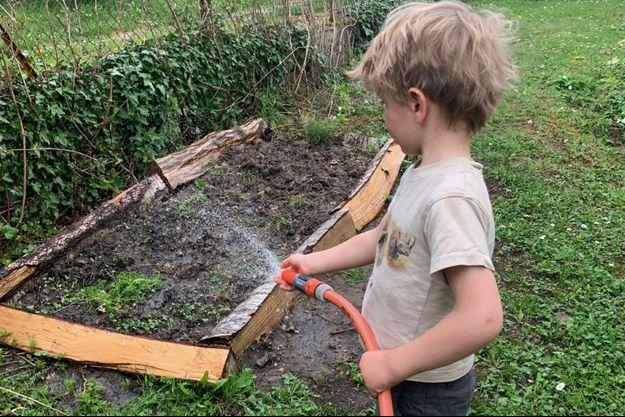Le confinement lié au coronavirus est l'occasion de se plonger dans le jardinage.