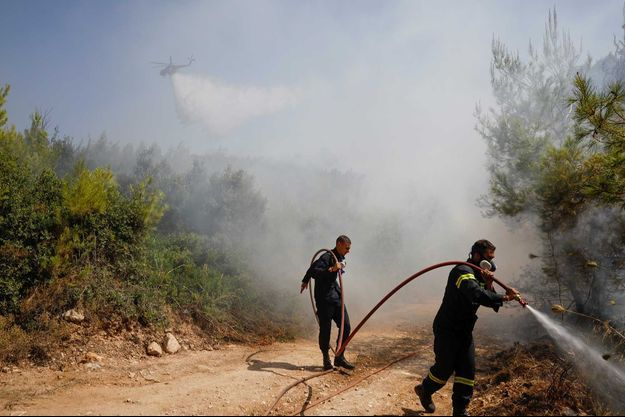 Lors d'un incendie au nord d'Athènes.