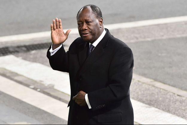 Le président ivoirien arrive au Bourget, le 30 novembre 2015.