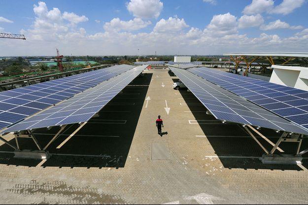 Illustration de panneaux solaires au Kenya.