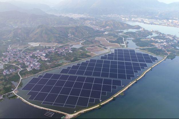 Une centrale solaire flottante à Chunjiangyuan, en Chine.
