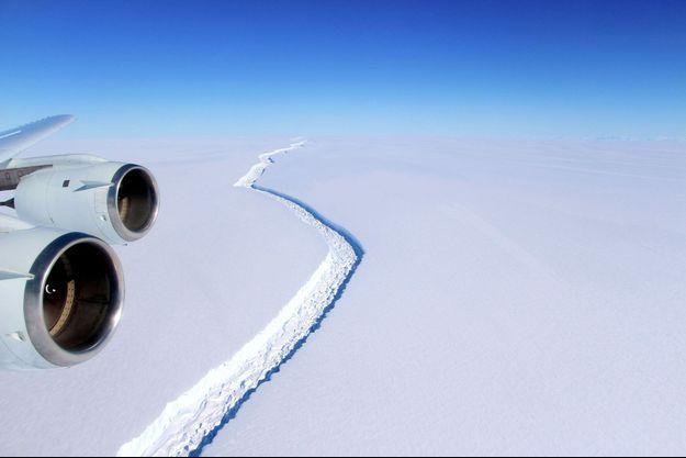 Illustration d'une fissure dans l'Antarctique.