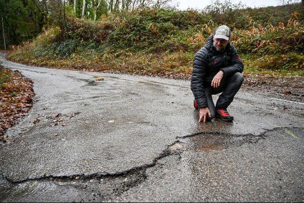 Une fissure sur une route de Teil.