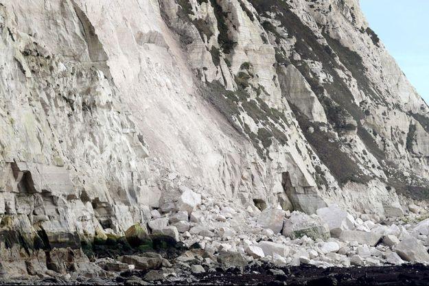 Des pierres tombées des falaises de Douvres, photographiées le 4 février.