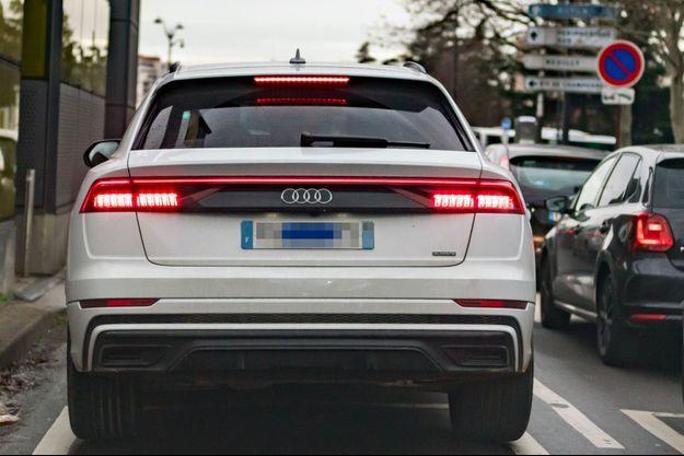 Un Audi Q8 à Paris. Ce type de véhicule, dont le poids à vide dépasse les 2,2 tonnes, devrait être affublé d'un malus poids de plus de 4300 euros, portant son prix de 77 200 euros -dans sa motorisation la moins puissante- à plus de 81 500 euros.