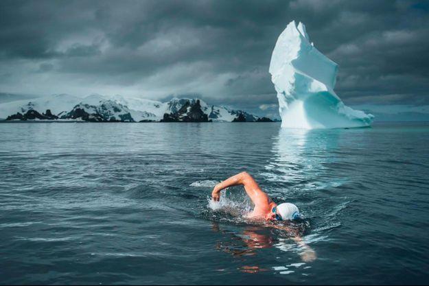Lewis Pugh dans les eaux glaciales de l'Antarctique