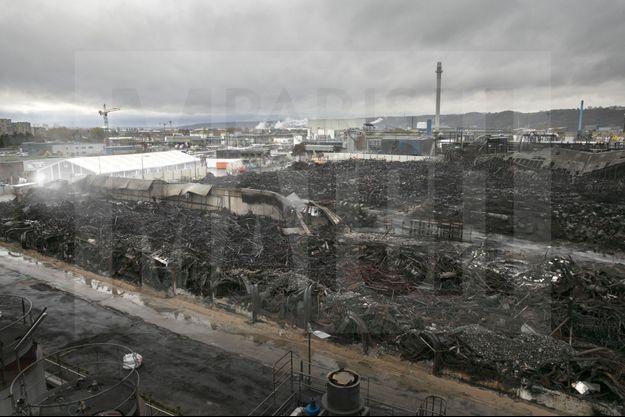L'ensemble de la surface brûlée de Lubrizol compte 10 000 mètres carrés, l'équivalent de près de huit piscines olympiques.