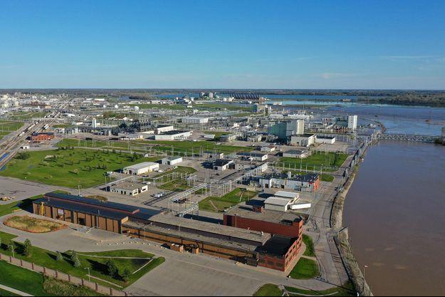 Vue aérienne du site de Dow Chemical à Midland, sur les rives de la Tittabawassee, mercredi. En amont de cette gigantesque usine, deux barrages se sont rompus mardi.