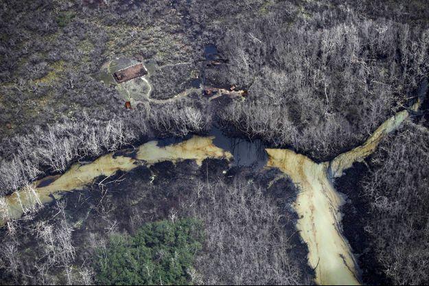Vue aérienne du village d'Awoba dans lequel des fuites de pétrole ont eu lieu en 2013